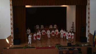 Copii învață să danseze la Casa de Cultură din Hârșova. FOTO Ctnews.ro