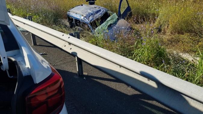 Mașina s-a răsturnat în afara Autostrăzii. FOTO ISU Dobrogea