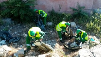 Angajații Polaris au igienizat zonele cu probleme. FOTO Primăria Constanța
