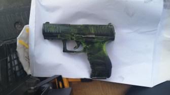 Pistolul de airsoft folosit la comiterea jafului. FOTO CTnews.ro