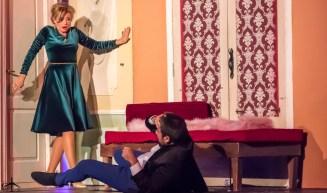 """FOTO: Teatrul Elisabeta. Scenă din piesa """"Puricele în ureche"""""""