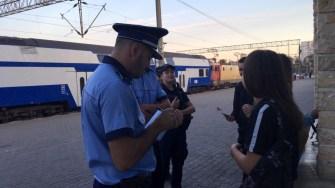 Polițiștii și jandarmii au verificat și legitimat persoanele aflate în Gara CFR Constanța. FOTO CTnews.ro