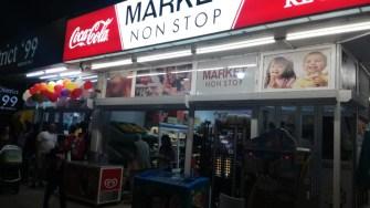 Un mod de a petrece sejurul în stațiunea Mamaia: alimentarea de la non-stop. Cătălin SCHIPOR