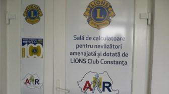 Nevăzătorii din Constanța au acces la internet și biblioteci digitale cu ajutorul unei donații a Lions Club Constanța. FOTO Lions Club Constanța