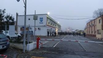 Șoferii nemulțumiți au scandat în fața clădirii administrative a CT Bus. FOTO Ctnews.ro