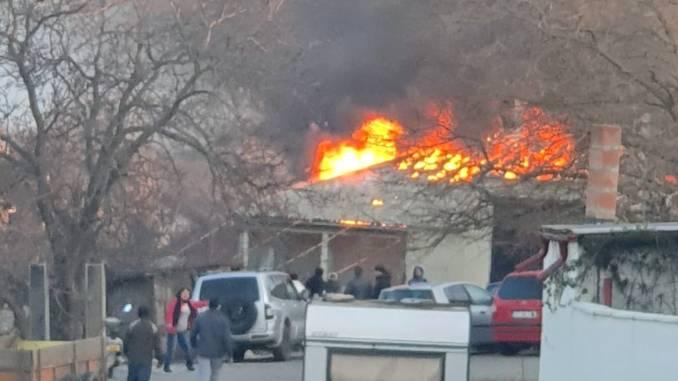 Incendiu devastator la Techirghiol. FOTO Sorin Șelaru
