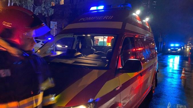 Unul dintre șoferii implicați în accident a fost asistat medical la locul producerii accidentului. FOTO CTnews.ro