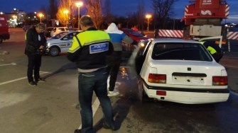 Criminaliștii IPJ Constanța au verificat mașina scoasă din apă. FOTO Cătălin SCHIPOR