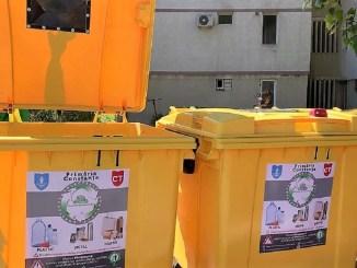Tone de materiale plastice, hârtie, carton și metal, adunate de la platformele destinate colectării selective din Constanța Foto Polaris M