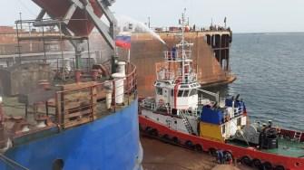 Un puternic incendiu a izbucnit pe o navă din portul Midia Năvodari. FOTO ISU Dobrogea