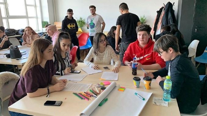 S-a lansat platforma DISCOVEREU.RO, loc de întâlnire pentru tinerii voluntari
