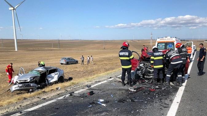 """Doi morți și doi răniți într-un accident rutier petrecut pe DN 22. FOTO ISU """"Dobrogea"""""""