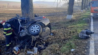 Un mort și un rănit într-un grav accident de circulație petrecut între Ciucurova și Popasul Izvorul Cerbului. FOTO ISU Tulcea