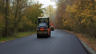 Primăria Cernavodă continuă lucrările de asfaltare. FOTO Paul Alexe