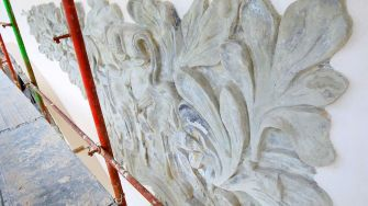 Majoritatea ornamentelor exterioare de la Cazinoul din Constanța, recondiționate ori înlocuite. FOTO Primăria Constanța