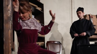 """Secvență din piesa """"Capcană pentru un bărbat căsătorit"""". FOTO Teatrul Elisabeta"""