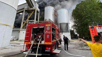 Incendiu puternic la fabrica de materiale de construcții Celco. FOTO ISU Constața