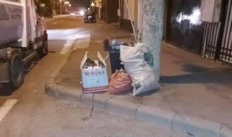Gunoaie depozitate lângă coșurile de gunoi stradale. FOTO Polaris M Holding