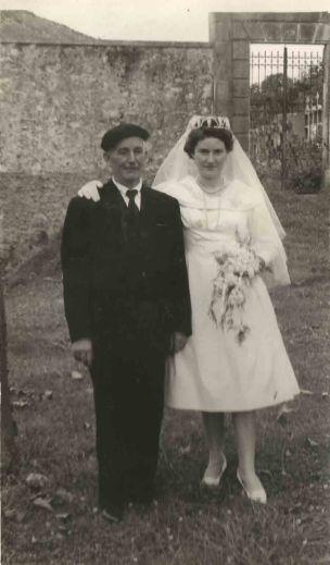 Francisco Álvarez Miranda, represaliado por el franquismo tras la Guerra Civil, en la boda de una sobrina.