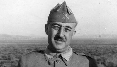 Francisco Franco, con insignias de general de brigada, visto en esta foto en el norte de África