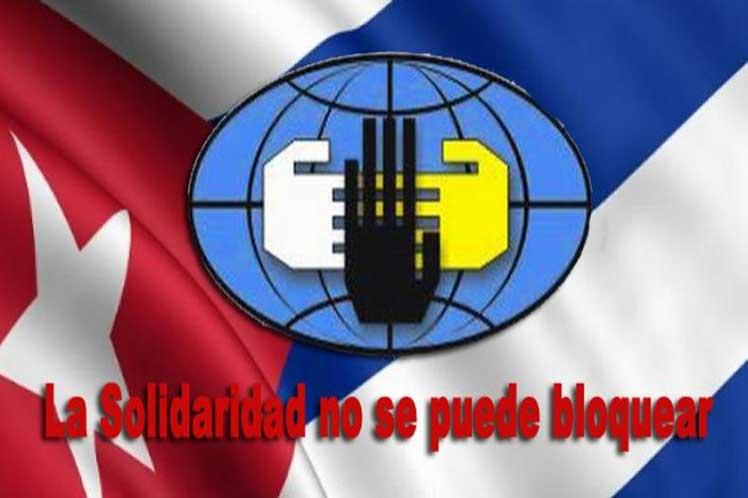 Banner alegórico a la solidaridad con Cuba