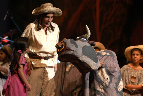 Presentación de la obra Elpidio Valdés y los Van Van, de la compañía cubana de teatro infantil La Colmenita.
