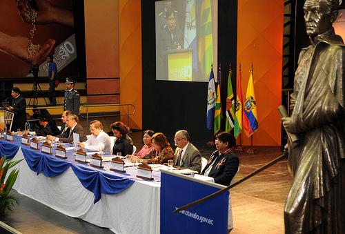 El Canciller de Bolivia David Choquehuanca, durante su intervención en la reunión de Autoridades Indígenas y Afrodescendientes de los países del ALBA, en el coliseo de Otavalo. (Foto Santiago Armas/Presidencia de la República)