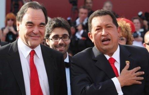 El cineasta Oliver Stone y el Presidente de Venezuela Hugo Chávez. Foto de archivo