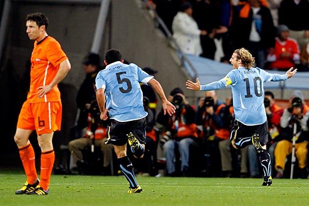 Image result for uruguay vs holanda 2010