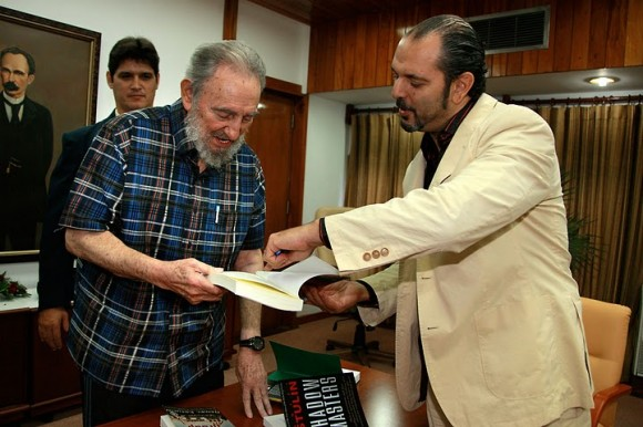 Fidel Castro y Daniel Estulin. Foto: Alex Castro