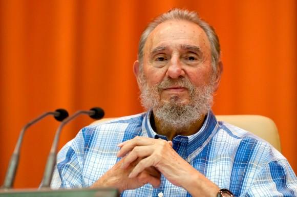 Fidel con integrantes del Crucero por la Paz. Foto: Roberto Chile