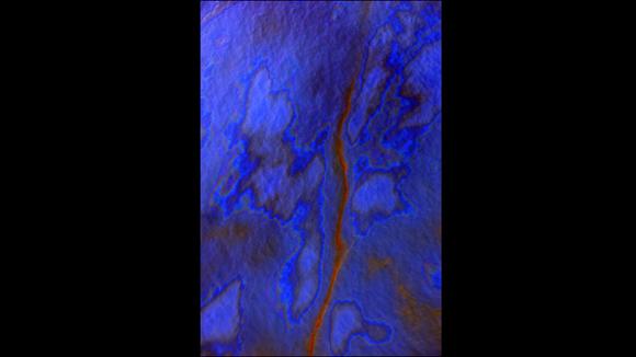 Esta foto que no lleva título fue tomada en el Golfo de México en julio de 2010, tras el accidente de la plataforma petrolera de BP Deepwater Horizon. El derrame de crudo frente a las costas de Estados Unidos está considerado como uno de los más grandes de la historia. Foto: J. Henry Fair/Cortesía: Galería Gerald Peters.