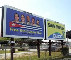 Valla electrónica en Miami dedicada a los Cinco