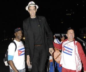el-hombre-mas-alto-del-mundo11