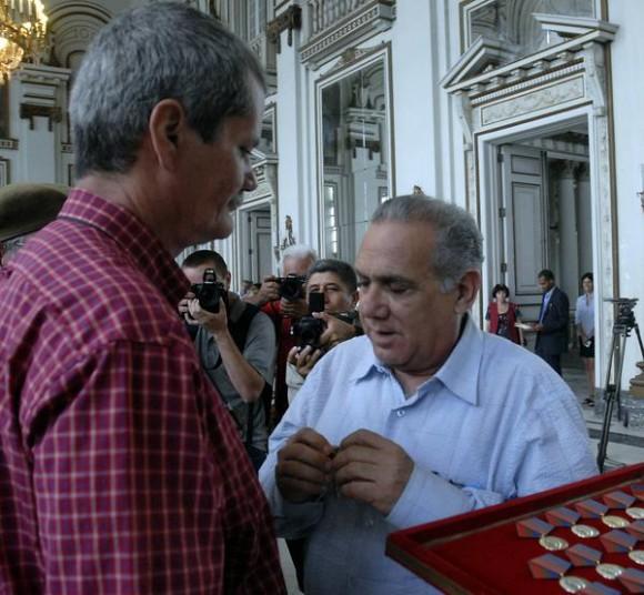 Entrega de la distincion Félix Elmuza a perdiodistas cubanos, en La Habana, Cuba, el 9 de marzo de 2011. AIN FOTO/Sergio ABEL REYES/are