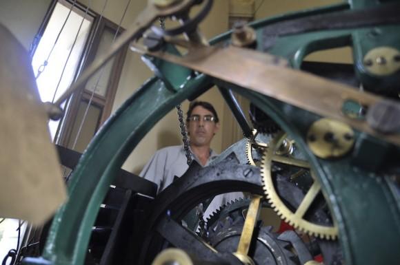 Daniel pintó la máquina con los colores verdes y dorados que trajo de fábrica. Foto: Kaloian
