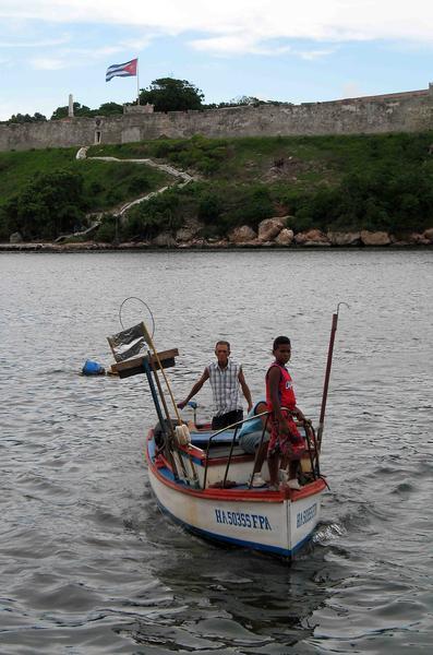 CUBA-PASEO DE VERANO POR EL MALECON HABANERO