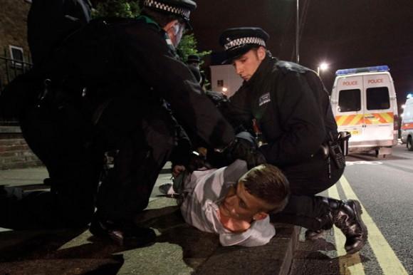 Niña de 11 años entre los 1.500 detenidos por la violencia en Reino Unido
