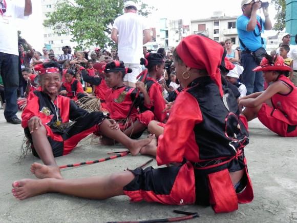 Los niños del proyecto Los Eleguasitos del barrio los Sitios, brindaron su arte en la fiesta inaugural. Foto Marianela Dufflar