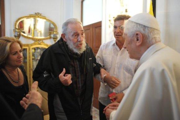 Fidel Castro y el Papa. Foto: vía Twitter