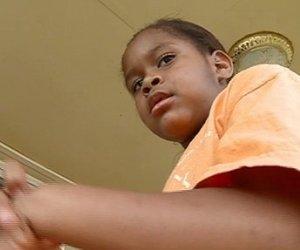 Niña de 6 años esposada por la polícía