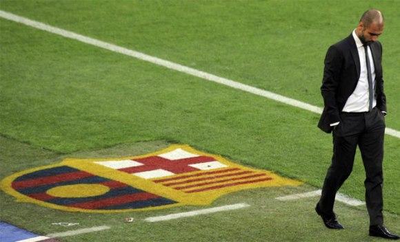 Pep Guardiola estuvo muy pensativo tras el gol del Real Madrid. Buscaba dar con la tecla para dar la vuelta al marcador. Foto: AFP