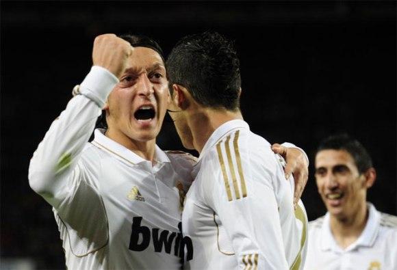 Mesut Özil dio el pase que supuso el gol de Cristiano Ronaldo. La asistencia, puro caviar. Foto: AFP