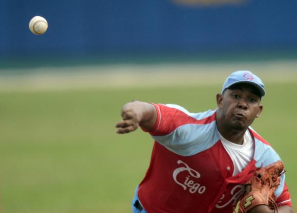 Vladimir Garcia, uno de los mejores lanzadores del momento en<br /> Cuba.  Foto: Ismael Francisco/Cubadebate.