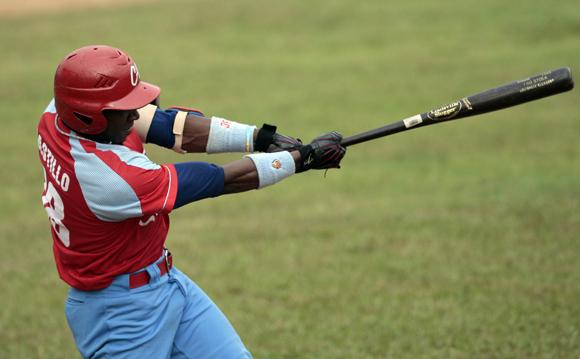 Rusney Castillo un pilar en la ofensiva de los avileños.  Foto:<br /> Ismael Francisco/Cubadebate.