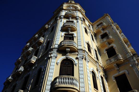 Importantes trabajos de restauración y conservación se han realizado en los alrededores de la Plaza Vieja. Foto: Ladyrene Pérez/Cubadebate.
