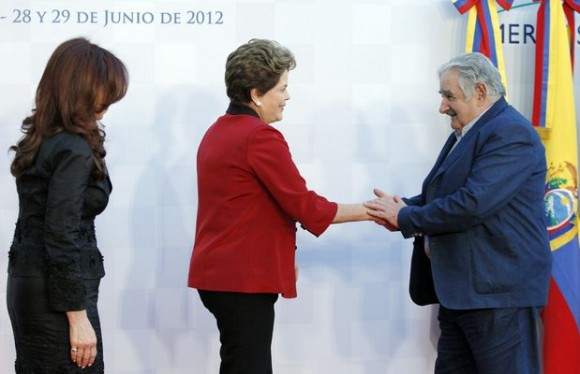 Cristina Kirchner recibe a jefes de Estado del Mercosur: Cristina (Argentina), Dilma (Brasil) y Mujica (Uruguay)