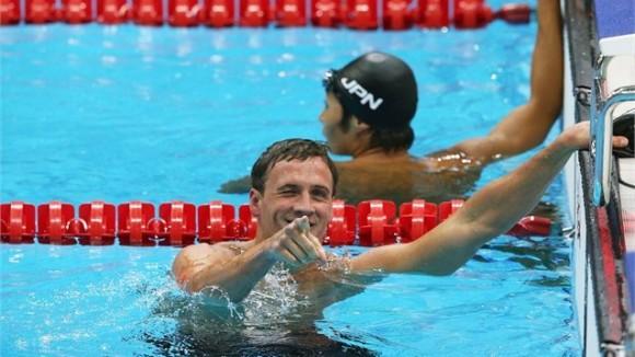 Ryan Lochte, de Estados Unidos, tras su sonada victoria en los 400 metros combinados