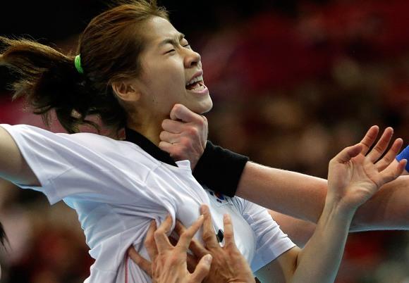 Bok-yuing Durante una de las semifinales del balonmano femenino