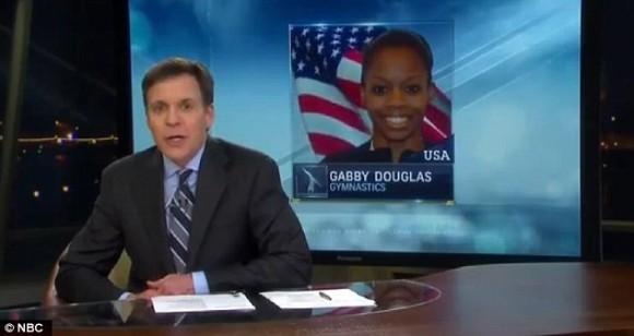 Antes de emitir esta publicidad, el presentador, Bob Costas, habló de lo asombroso que era este logro para la primera gimnasta negra en la historia olímpica en lograr el máximo galardón en el concurso completo individual de la disciplina.